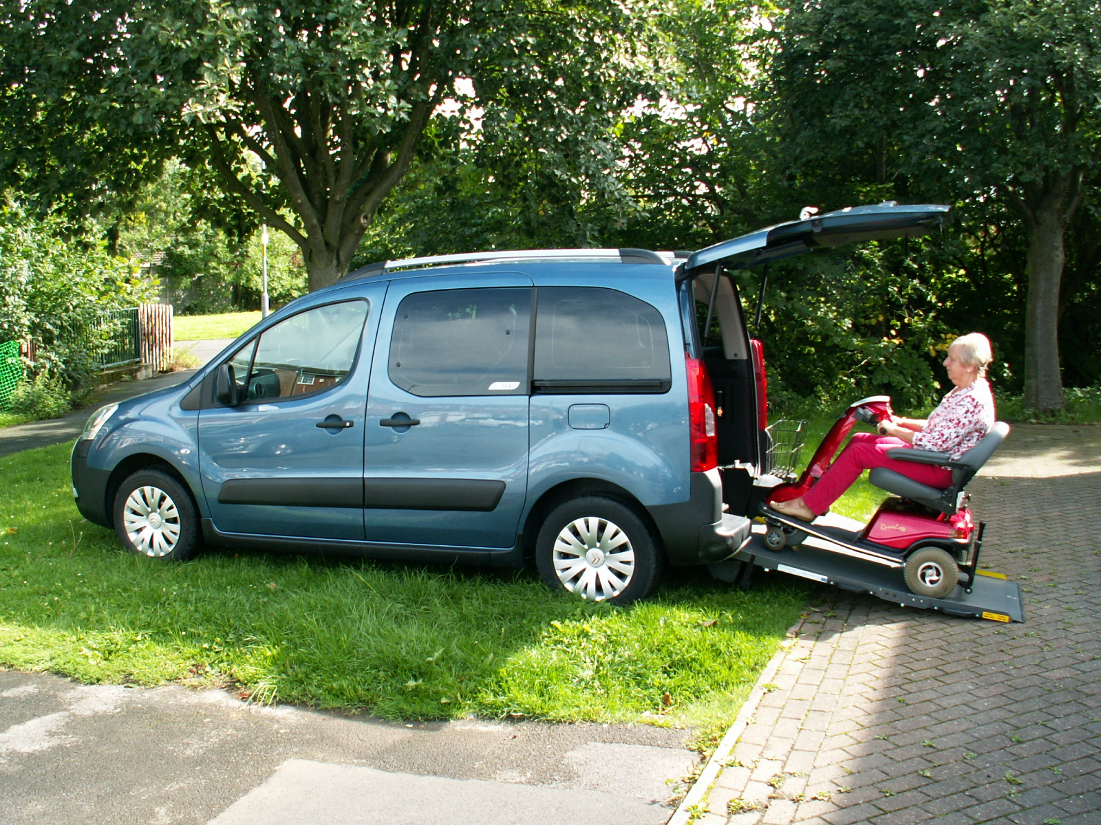 Used wheelchair accessible vehicles | Used wheelchair cars for sale ...